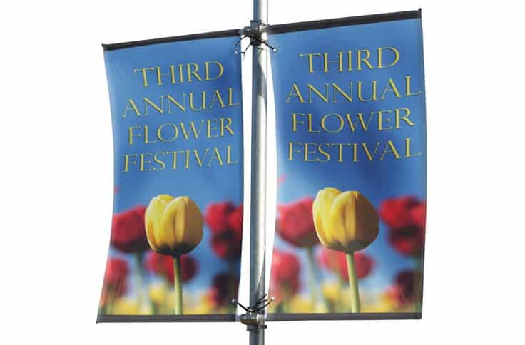 double-mistral-banner-lamp-post